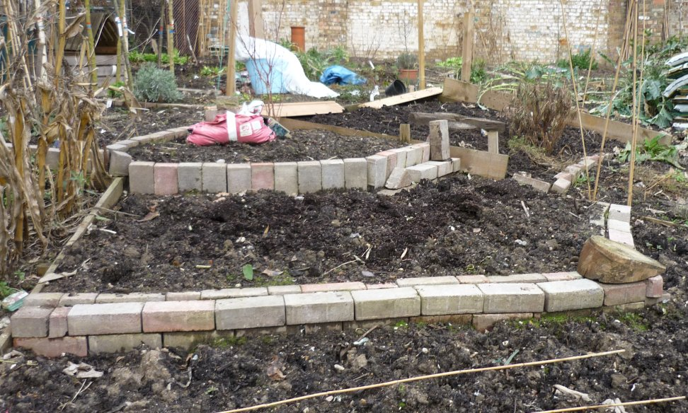 how to build a brick raised bed 1