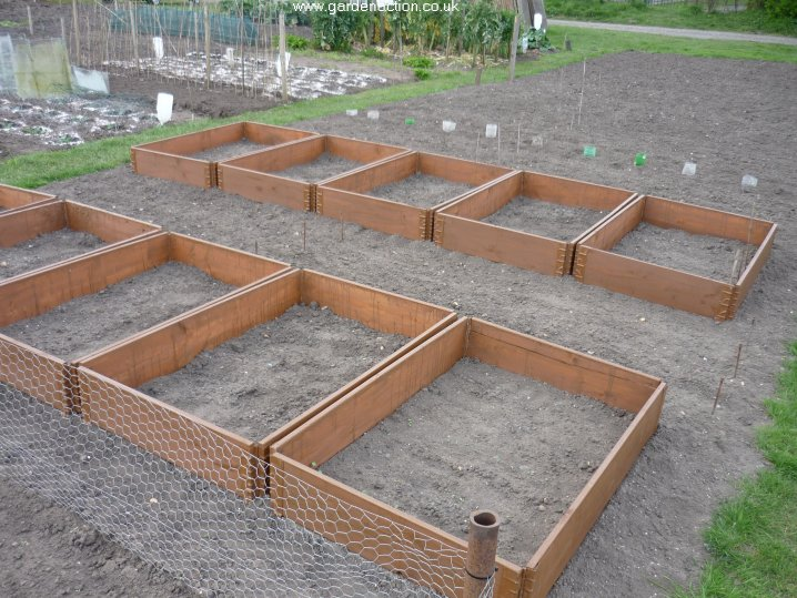 Making Raised Beds From Pallets